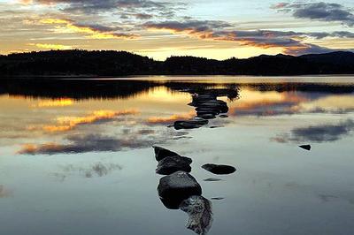Innsjøen Årvillingen på Kvamsfjellet. Her i solnedgang. Foto: Lise Walle.