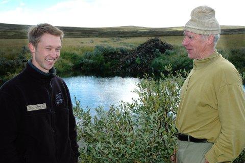 SØKER NY JOBB: Erik Hagen (t.v), her sammen med Kjell Hovde i Ringebu fjellstyre søker stillingen som daglig leder og oppsyn for Øyer fjellstyre.