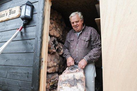 SLUTT: Ivar Mollerud stusser over at han ikke lenger får kjøpe ved fra den kommunale vedbedriften på Leira.