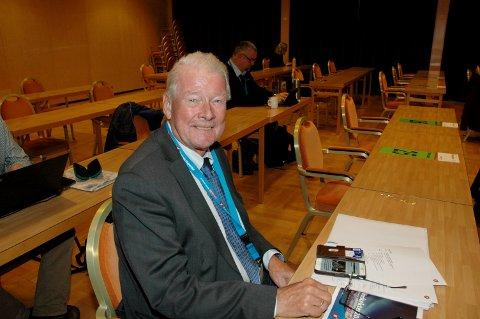Her smiler Carl I. Hagen. Det er det ikke sikkert han gjør etter nominasjonsmøtet i Oslo Frp. Da er Oppland det siste halmstrået for plass på Stortinget til høsten.