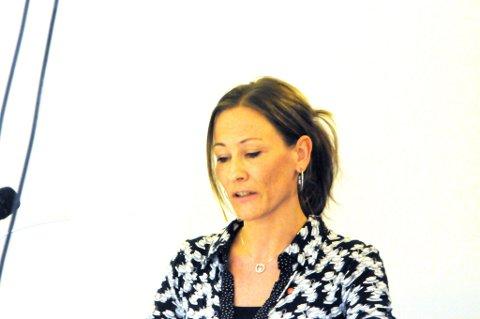 Marita Lindbom og Arbeiderpartiet rettet kraftig kritikk mot at skolestrukturen på nytt skal utredes