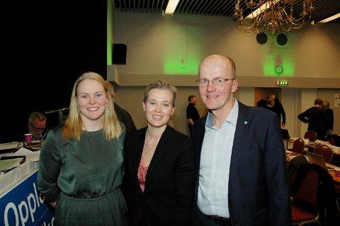 SP-TOPPENE: Dette er den nye toppledelsen i Oppland Sp. Fylkesleder Kjersti Bjørnstad i midten, politisk nestleder Olav Røssum og organisatorisk nestleder Marit Sletten