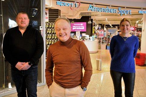 AVSLØRER: Sportsbutikk-sjef Erik Solhaug (t.v), lillehamring og Strandtorget-eier Ketil Norheim og senterleder Vibeke Askevold avslører hva som skal skje med tredje etasje på CC Gjøvik.