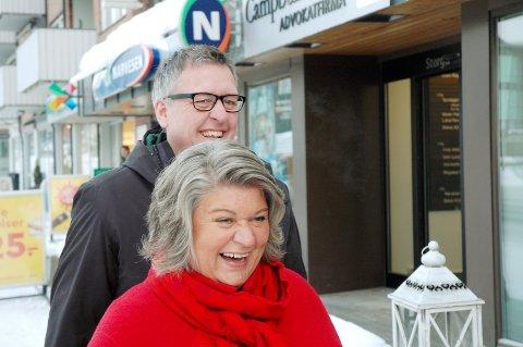 TAKK OG FARVEL: Anita Ihle Steen og Ruine Støstad gir seg som leder og nestleder i Innlandet Ap. Nå blir et opp til årsmøtet om de skal avrunde med en livlig sykehusdebatt.