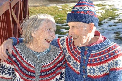 Ragnhild og Arne Flugstad har vært gift i hele 70 år. - Åpenhet er avgjørende for et godt samliv, sier ekteparet.