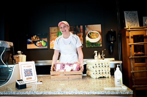 Veronica de Wit styrer butikkutsalget ved Hafjell Slakteri.