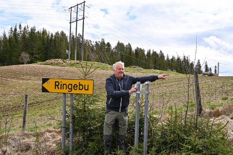 DEN VEGEN: Einar Widme har ingen planer om å være et levende Fåvang-skilt. I helga ble skiltet til hans kjære senturm borte.