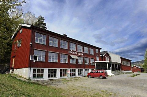 SKOLEN NEDLAGT I 2018: Det gamle skolebygget ligger i landlige omgivelser i bygda Svingvoll i Gausdal kommune.