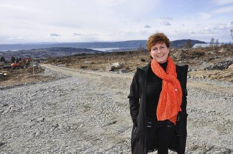 UTFORDRER KOMMUNENE: Lokale meglere, her ved Marianne Bakken i DNB Eiendom, ønsker at kommunene blir mer aktive i forhold til tomteutvikling.