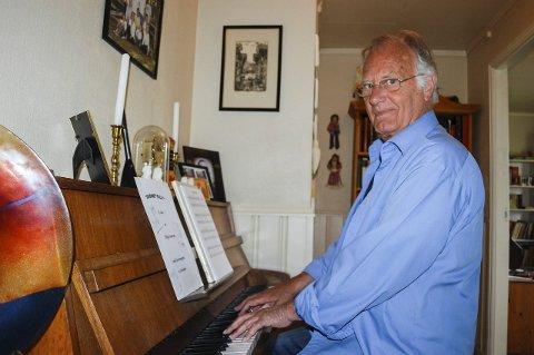 MUSIKK: Sang og musikk er livet for Jan Reidem.