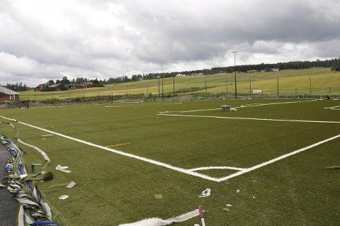 FERDIG: Den nye kunstgressbanen på Brandbu (100 x 64 meter) blir ferdig denne uka.