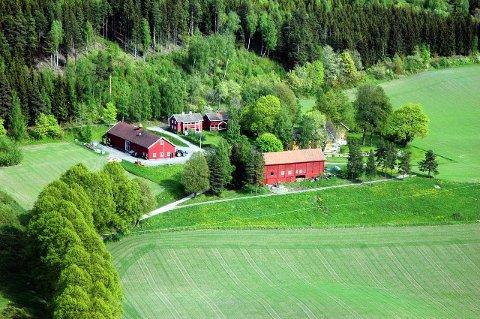 """SPØKELSESGÅRD: Deler av Eidsalm gård vil åpnes for heldige filmfans når skrekkfilmen """"Hjemsøkt"""" har premiere tirsdag."""