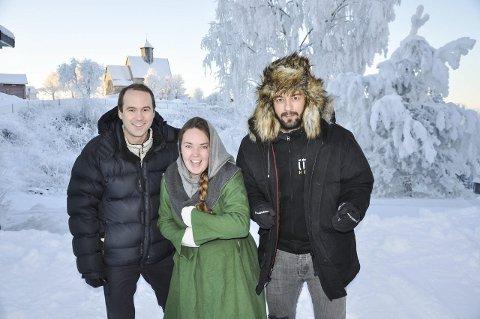 UTEKINO: Med St. Petri i bakgrunnen blir det utendørs visning av Birkebeinerne. Knut André Bjerke, Chané Lindseth og Rune Larsen lover mye moro.