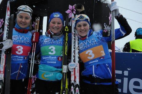 BRONSE: Barbro Kvåle (til høyre) sørget for stafettbronse til Lillehammer.