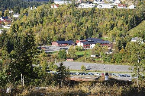 UTSIKT: Fra det planlagte boligfeltet i Østhagan til Grua skole.