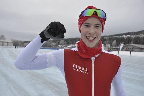 JUBEL: Magnus Bakken Haugli tok sin første nasjonale seier på 500 meter.