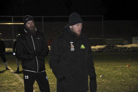 IDRETTSPARKEN: Jo Inge Berget (til venstre) har trent sammen med Gran i vinter. Til høyre lillebror Ole Petter, som også er i klubbens trenerteam.