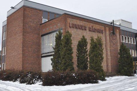NY STILLINGER: Lunner kommune skal ansatte virksomhetsleder for skolene og ny rådmann.  Arkivfoto: Annika Birkelund