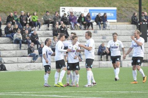 PANG: Eirik Lismoen Andersen scoret hat trick på ti minutter. Lagkameratene gratulerte og trodde ikke helt hva de så.