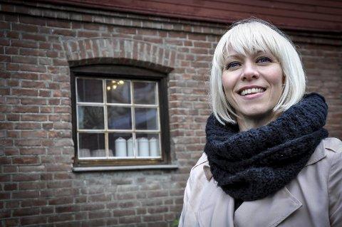 SJENERT: Marian Aas Hansen har stått på scena i årevis, men hvis hun oppdager at noen hører på mens hun øver, slutter hun synge. – Jeg er nok litt sjenert, sier hun.