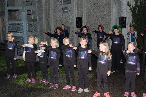 SJARMTROLL: De unge aktørene i Team BH imponerte stort med flott danseoppvisning.