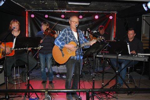 ORKESTERKOMP: Fem dyktige musikere fant samklangen på scena. Fra v. Marrie Anne Leijnaar, Hege Rimestad, Stein Buan, Ole Gulbrand Rudsengen og Thomas Sanger-Elnaes.