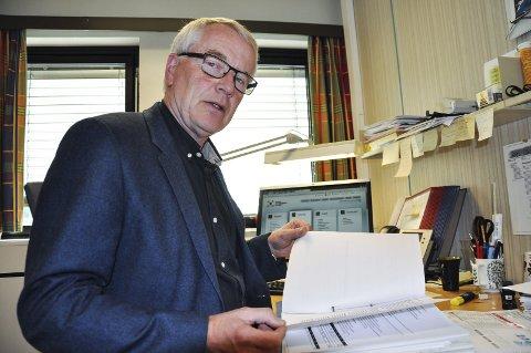 TO TILBYDERE: Næringsrådgiver Gunnar Haslerud har mottatt to tilbud på å bygge ut bredbånd på Hadeland.