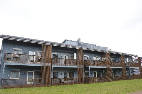 HOVEDBYGGET: Vestsida av hovedbygget på Frøystadrunet i Lunner kommune.