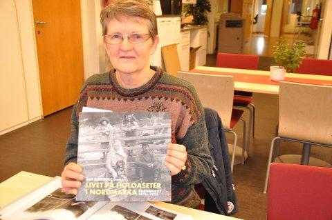 Bok: Åsa Bjertnæs har skrevet boka Livet på Holoaseter i Nordmarka. Snart besøker hun Lunner historielag for å berette om livet på setra i årene før og etter forrige århundreskifte.