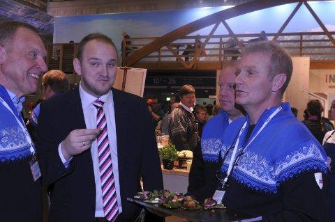 PÅ PLASS IGJEN: Hadeland viltslakteri og Tor Egil Torp (til høyre) stiller igjen ut under «Grüne Woche» i Berlin. I år reiser også regionrådet for Hadeland nedover. Her fra fjorårets messe der Jevnakers ordfører Lars Magnussen (til venstre), landbruks- og matminister Jon Georg Dale og reiselivssjef for Gjøvik, Hadeland og Ringeriksregionen, Arne-Jørgen Skurdal, var blant deltakerne.