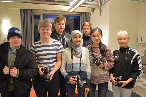 FOTOGLADE UNGDOMMER: John-Tormod Rundhaugen Nilsen (fra venstre), Sigurd Bergsrud, Truls Gillebo, Sumaia Yousef, Mats Nordvik, Ina Jin Stensrud og Aurora Høyland.