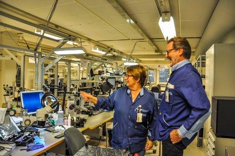 GOD TONE: Den gutsen denne gjengen ar, skal du lete lenge etter, mener Erik Lundbekk. Her med Tone Karin Hedlund, som har jobbet på Hapro i 28 år, i oppturer og nedturer, og stortrives i jobben.