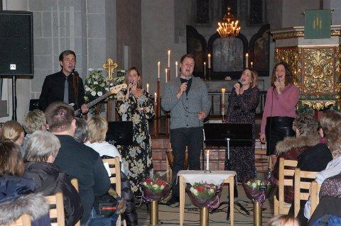 STEMNINGSFULT: Familien Erstad leverte nok en gang en varm og nær allehelgenskonsert i Nikolaikirken.