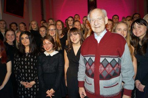 PÅ KONSERT: Per Kragh kom i julestemning med musikk- og dramaelevene ved Hadeland videregående skole.