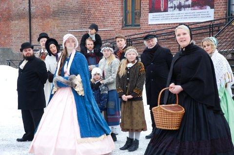 """STARTER UTE: """"En julefortelling"""" starter utendørs. Videre blir publikum tatt med inn."""
