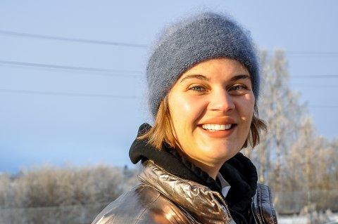 VIL FØLGE DRØMMEN:  - Nå tør jeg følge drømmen min, sier Thyra Bækken. Håpet er å komme inn på kunst- eller forfatterstudier til høsten.