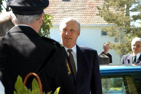 SÅ KOM KONGEN: Mange hadde ventet lenge på at Kong Harald skulle komme.