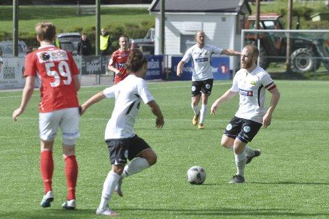 BEST: Håvard Olsen (til høyre) scoret på straffespark, og ble dessuten kåret til Grans beste spiller av klubbens egen jury. Arkivfoto: Rune Pedersen