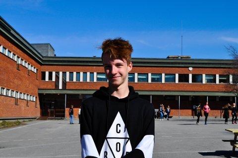 Sander M. Skjerva (15) setter opp danseforestilling.