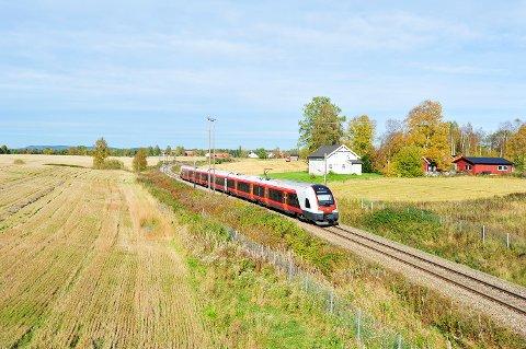 Nytt design: Flirt-togene har et mye mer moderne uttrykk enn de gamle togene på Gjøvikbanen. Foto: NSB
