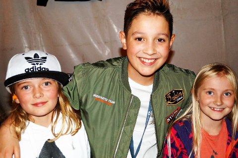 FIKK HJERTEBANK: Hjertene til Julie Marie Nymoen-Heggen (8) og Maria-Sol Aalrust (8) begynte å slå både hardt og fort når de fikk møte sitt idol, Kyle Alessandro (11).