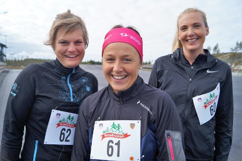 SPENTE: Venninnene Mari Seigerud, Line Alm og Anne Røken Skiaker startet i Brandbuløpet for andre gang. Målet for turen var å ikke gå seg bort.