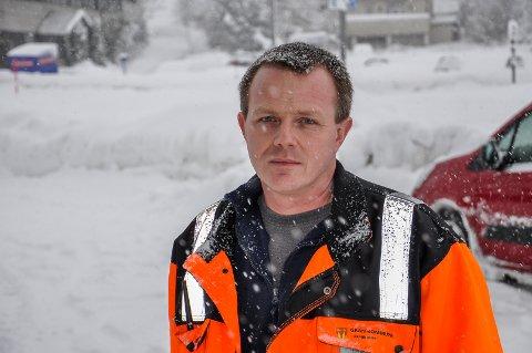 TRENGER FOLK: Arne Olav Olsen i Gran kommune trenger maskinkjører på plass, og aller helst litt kjapt.