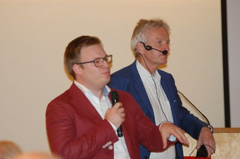 PÅ BESØK I GRAN: Fylkesordfører i Oppland, Even Aleksander Hagen (Ap), og blivende fylkesrådmann i Innlandet, Tron Bamrud.