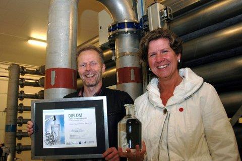 I 2013: Jevnaker vant vannprisen i 2013, noe vannverkssjef Per Olimb og daværende ordfører Hilde Brørby Fivelsdal feiret.