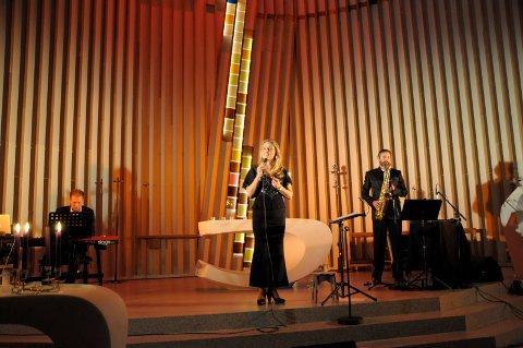 JULEKONSERT: Kristin Bjerkerud har med seg Håvard Mandt og Tormod Melaas-Holm til Grymyr kirke 19. desember. Her fra en konsert i Hønefoss kirke i fjor.