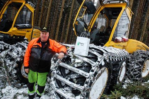 HOGSTMASKIN: Jan Bekkevold er storfornøyd med sin Ecolog 59E. - Dette er den eneste av sitt slag i Norge, forteller han.