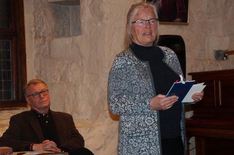 ENGASJERENDE FOREDRAG: Maria Høgetveit Berg og Hallgrim Berg engasjerte med sitt foredrag om Aasmund Olavsson Vinje.