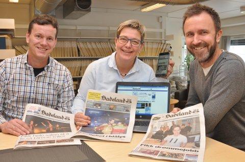 ENDRINGER: Fra 16. april vil Hadeland komme med papiravis tre dager i uka. - Vi gir full gass på nett, lover Ragnar Sørbråten, Sissel Skjervum Bjerkehagen og Bjørn Bjørkli.