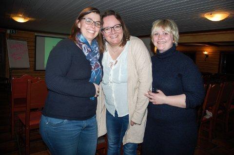 KOSTE SEG: Anette Bunes-Roa, Pia Pedersen og Runa Hoff Dehli var på plass da Trude Dybendahl holdt foredrag om å bli mester i sitt eget liv.